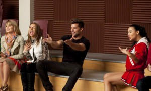 "Watch Ricky Martin's Bilingual Rendition of ""Sexy And I Know It"" On Glee"