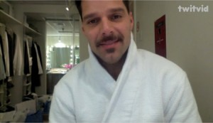Evita star Ricky Martin thanks his fans before the show's premiere