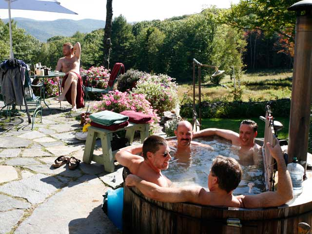 Frog-Meadow-Hot-Tub1