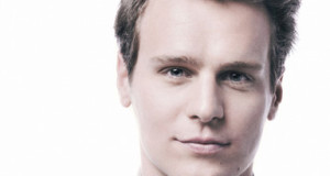 Actor Jonathan Groff to be honored by Point Foundation‏