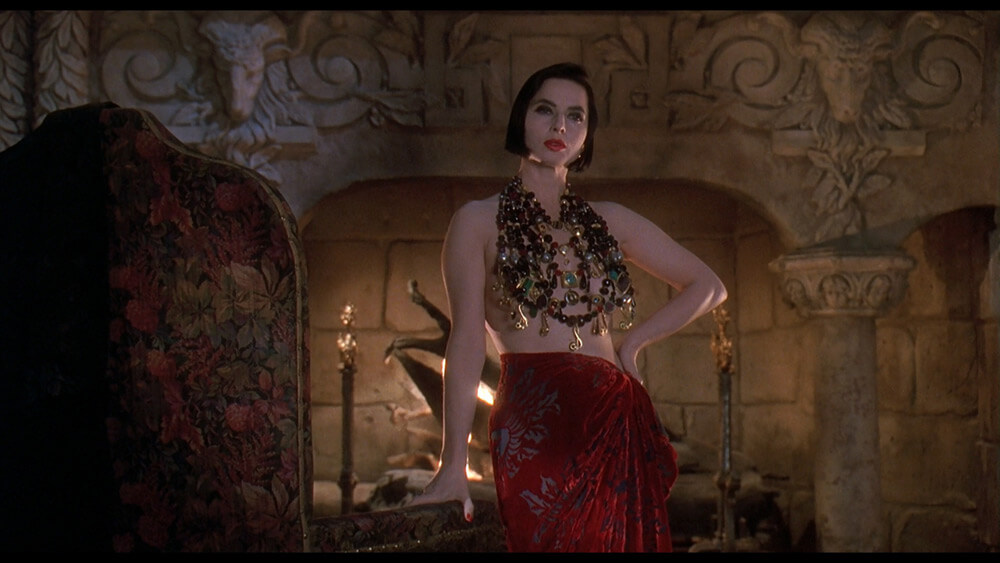 Death-Becomes-Her-still-12